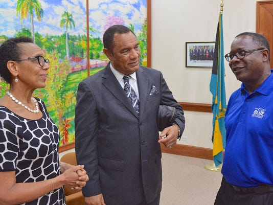 Bahamian PM with McPhee-3