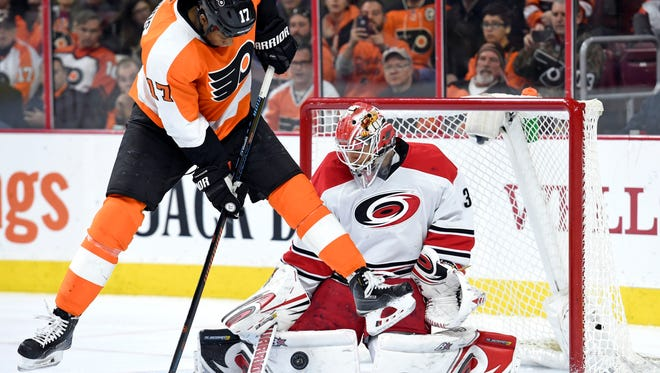 Wayne Simmonds and the Flyers are in desperate need of a win.