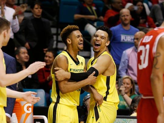 Oregon guard Tyler Dorsey, center left, embraces forward