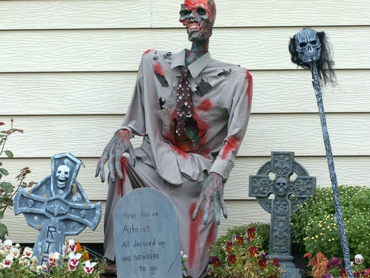 -Halloween Decorations.jpg_20071004.jpg