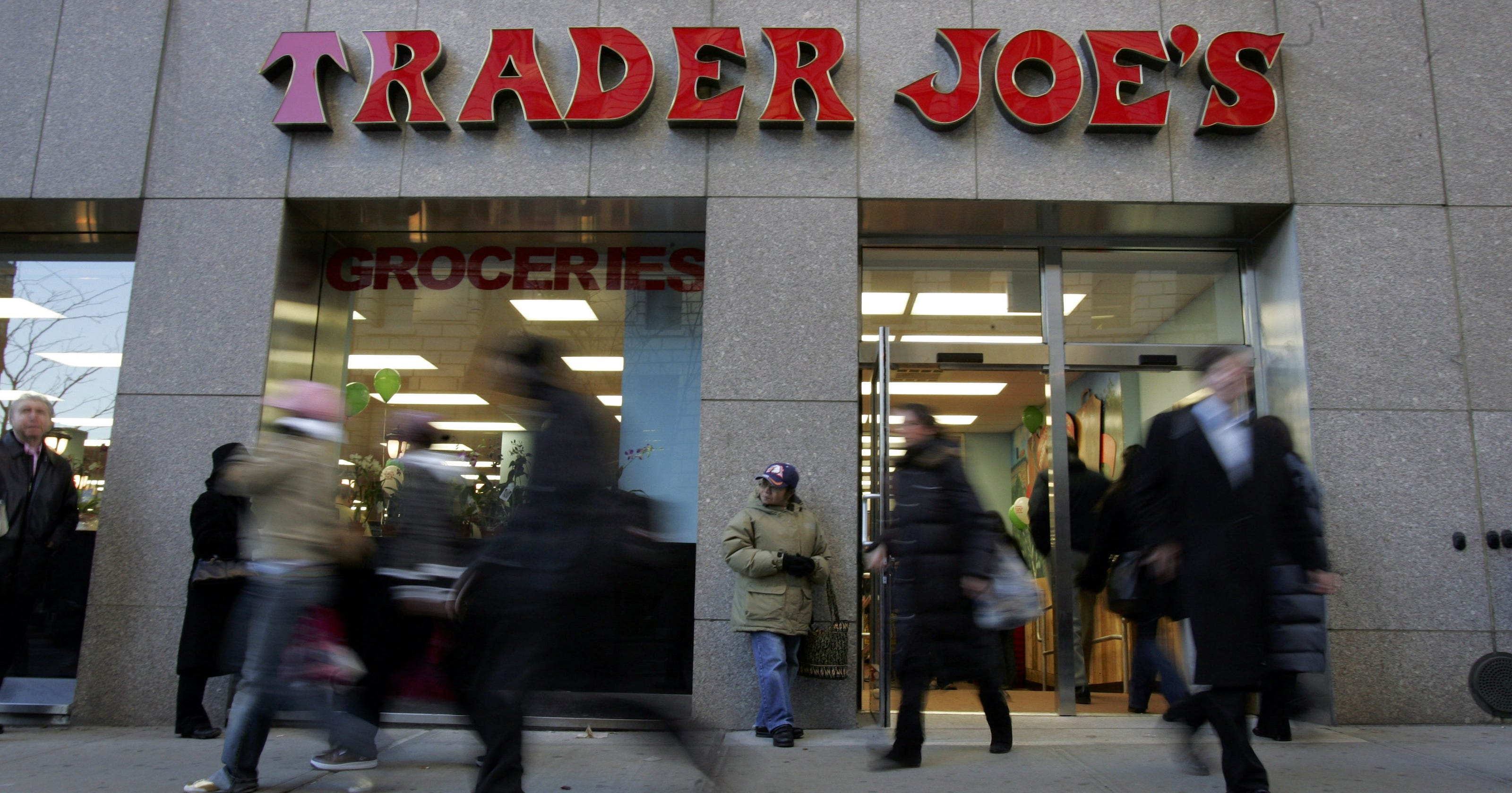 Trader Joe's increases pandemic pay nationwide, while Kroger announces store closings over hazard pay mandates - USA TODAY