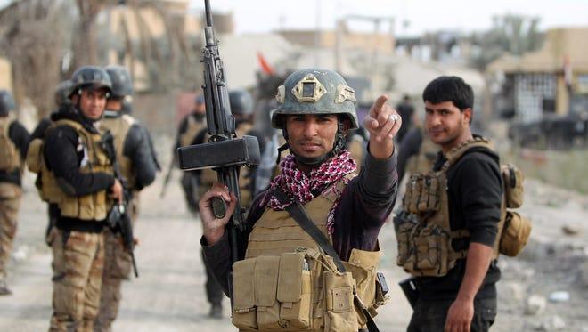 Members of Iraq's elite counter-terrorism service secure the Hoz neighborhood in central Ramadi Dec. 27, 2015.