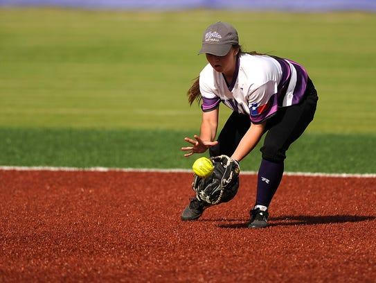 Wylie second baseman Madison Owen (1) fields a ground