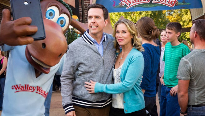 """Rusty (Ed Helms) and Debbie Griswold (Christina Applegate) take a selfie at Walley World with Marty Moose in""""'Vacation."""""""