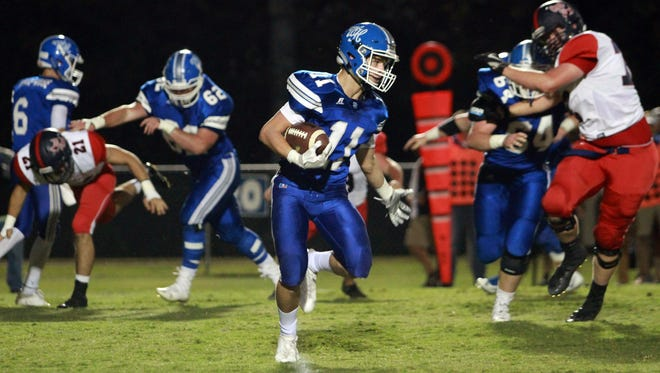 White House's Preston Sharber finds room to run against Creek Wood on Fri. Oct. 13, 2017.  Photo by Dave Cardaciotto