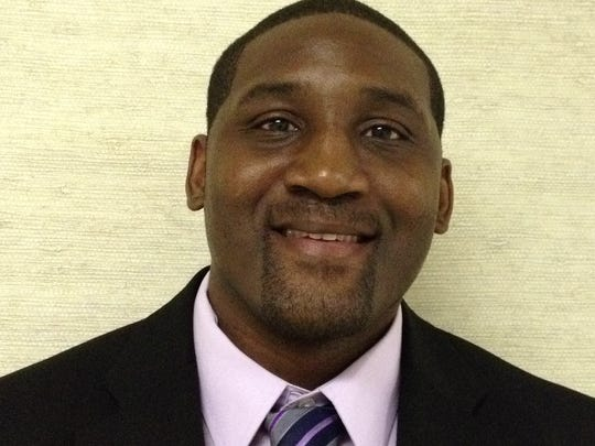Central boys basketball coach Jeff Holloway