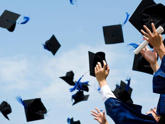 635689343148770109-graduation