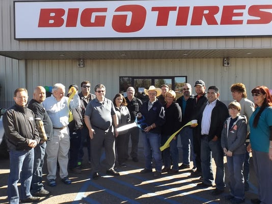 635824995956532294-2015---BIG-O-TIRES-ribbon-cutting