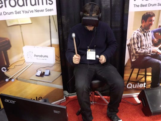 Jefferson Graham dons virtual reality gear to try out
