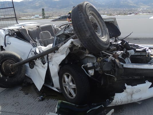 636274399150663460-Unhitched-trailer-crash.jpg