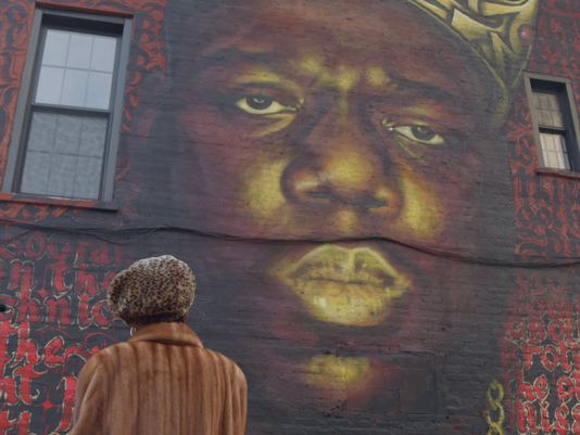 636391792866350679-Ms-Wallace-and-Mural.png