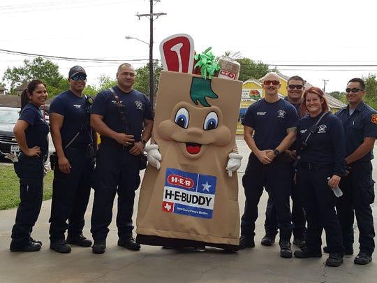 Melissa Vasquez (left to right), Matt Lopez, Rey Rabagos, H-E-B Buddy, Brett Corporon, Zachary Cleveland, Josh Ortiz