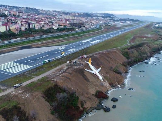 EPA EPASELECT TURKEY PASSENGER PLANE ACCIDENT DIS TRANSPORT ACCIDENT TUR