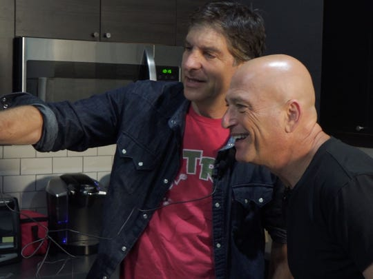 """Jefferson Graham and Howie Mandel shooting an """"ussie,"""""""