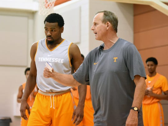 Tennessee head coach Rick Barnes, right, instructs