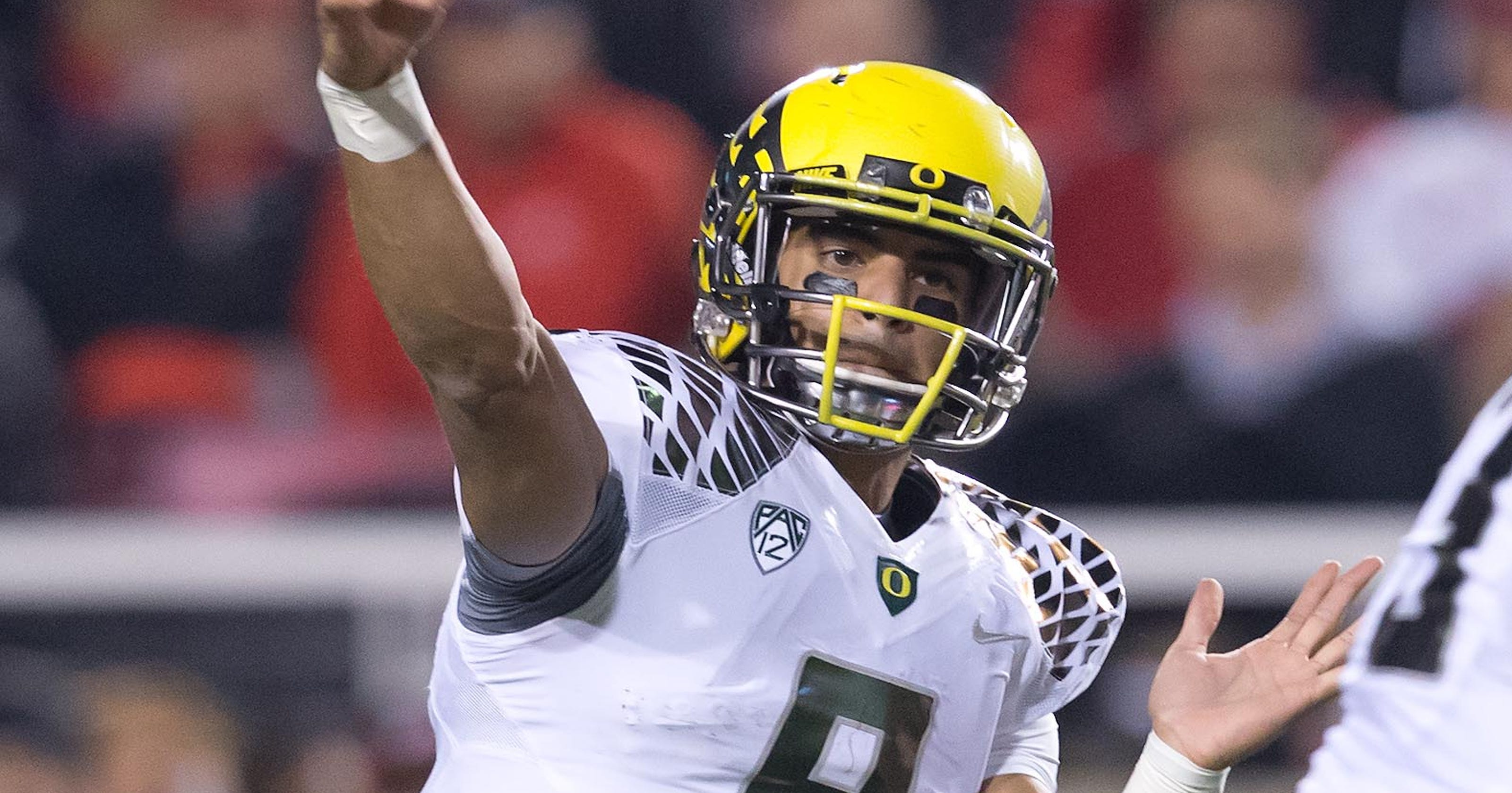 Oregon s Marcus Mariota  A nice guy finishing fast 9cad4d142