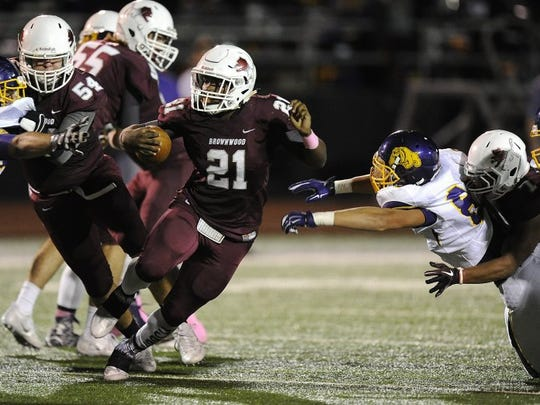 Thomas Metthe/Reporter-News Brownwood running back Gavin Jefferson (21) runs between Wylie defenders during the third quarter of the Lions' 35-13 loss to Wylie on Friday, Oct. 7, 2016, at Gordon Wood Stadium in Brownwood.