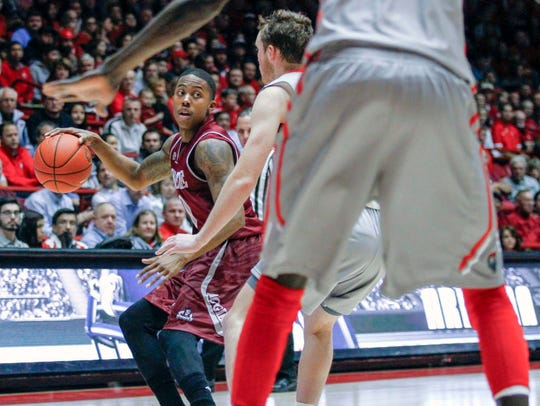 New Mexico State's Rashawn Browne (10) looks to pass