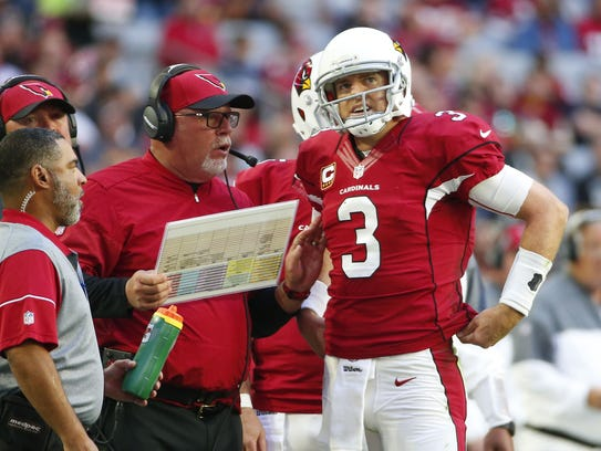 Cardinals coach Bruce Arians talks with Carson Palmer
