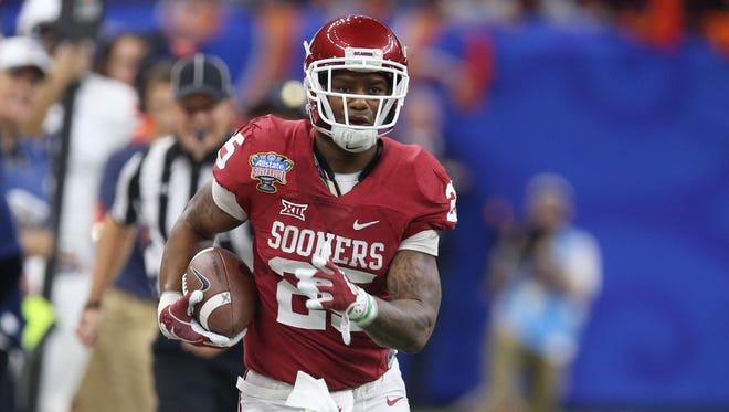 Oklahoma Sooners running back Joe Mixon (25) runs down the sideline against the Auburn Tigers in the second quarter of the 2017 Sugar Bowl at the Mercedes-Benz Superdome.
