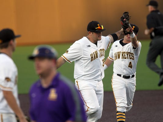 636233917857667794-IOW-0222-Iowa-vs-Loras-baseball-05.jpg