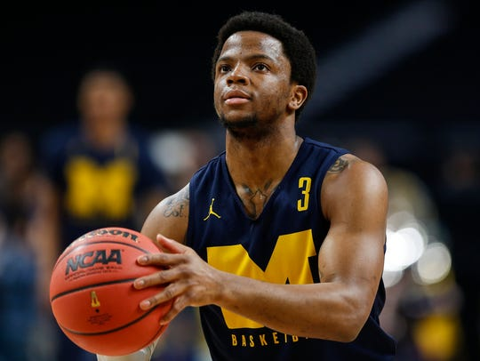 Michigan's Zavier Simpson practices free throws at