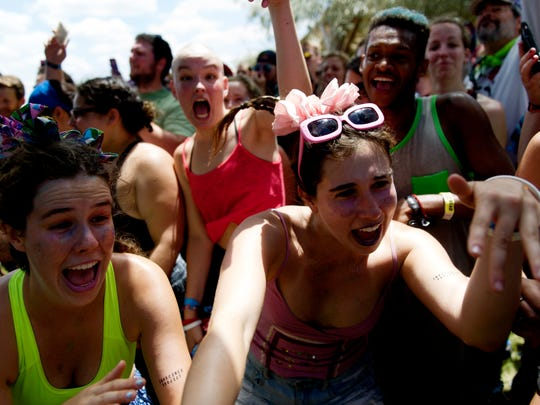Fest-goers jam out to the music during a twerk dancing