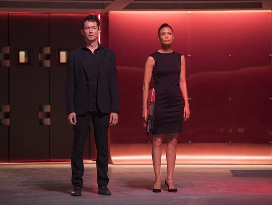 Simon Quarterman as Sizemore and Thandie Newton as