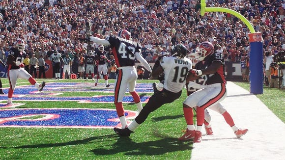 Ernest Wilford catching the game-winning TD pass in the 2004 season opener.