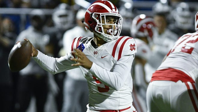 10/25/19 10:00:25 PM -- Bellflower, CA, U.S.A. — Mater Dei Monarchs quarterback Bryce Young (9) throws a pass during the 4th quarter against the St. John Bosco Braves at Parish Family Stadium. Photo by Robert Hanashiro, USA TODAY Staff ORG XMIT:  RH 138328 Mater Dei v. St. 10/25/2019 [Via MerlinFTP Drop]
