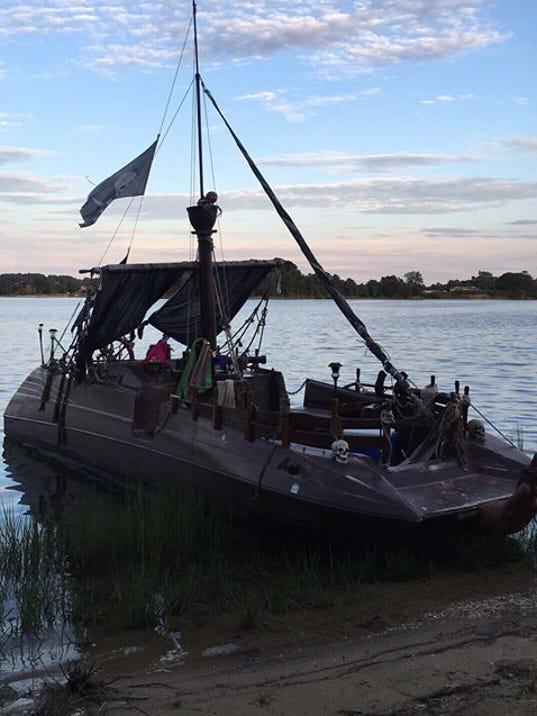 636480552881354738-pirate-boat.jpg