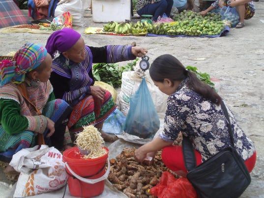 Bac-Ha-market.JPG
