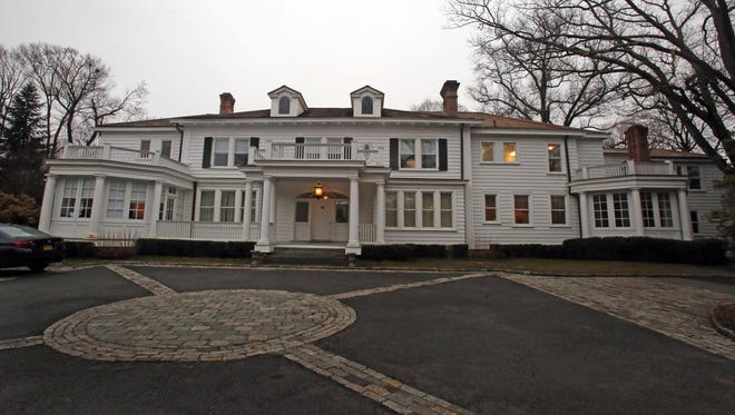 Clementine Briarcliff Manor is a residential treatment program for adolescent girls.