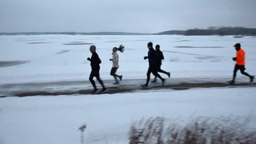 Winter wonderland greets runners at Stony Creek Metropark