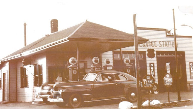 The original Baltus gas station at the corner of First Street and Chestnut Avenue. Veterans Parkway covers this area.