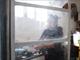 Guadalupe García de Rayos, de 36 años, cocina el desayuno
