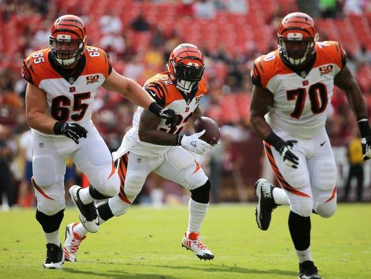 Cincinnati Bengals running back Jeremy Hill (32), center,