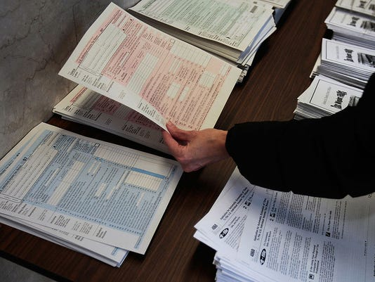 Last-Minute Tax Filers Rush To Finish Returns