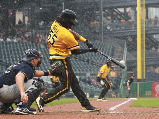 Pirates first baseman Josh Bell hits a game-winning