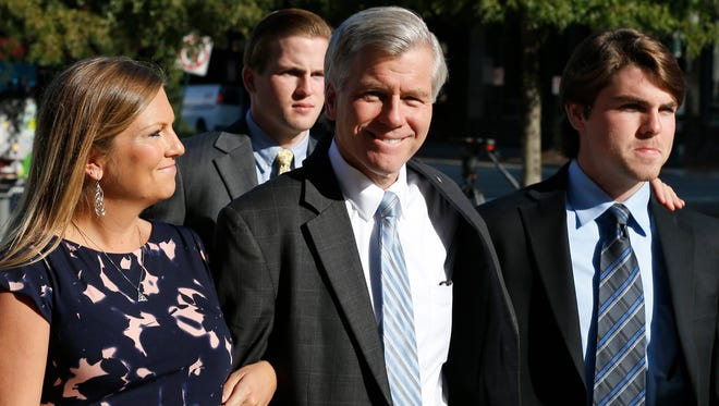 Former Virginia Gov. Bob McDonnell, center, arrives at federal court with his daughter Jeanine McDonnell Zubowsky, left, and son Bobby McDonnell, right, Friday, Aug. 29, 2014, in Richmond, Va.  Closing arguments are expected to begin Friday in the McDonnell's corruption case.  (AP Photo/Steve Helber)