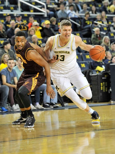 Armstrong State's Montrel Goldston, left, defends Michigan
