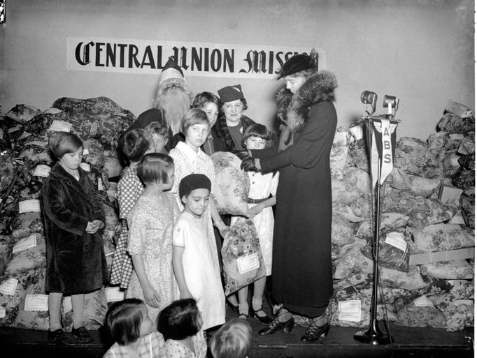 U.S. First Lady Eleanor Roosevelt distributes Christmas