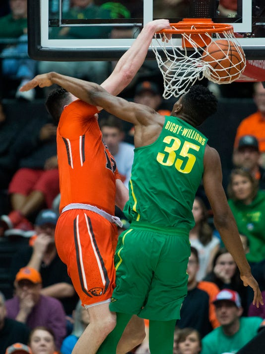 Oregon State's Drew Eubanks, left, dunks past Oregon's Kavell Bigby-Williams (35) during the first half of an NCAA college basketball game Saturday, March 4, 2017, in Corvallis, Ore. Oregon won 80-59. (AP Photo/Timothy J. Gonzalez)