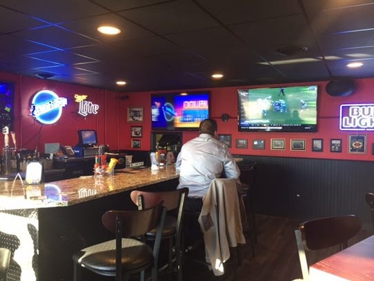 Rosati's offers a bar, separate from its dining room,