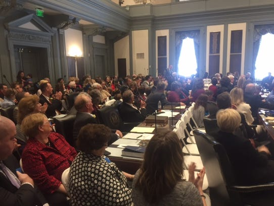 Lawmakers' families crowd into Legislative Hall to