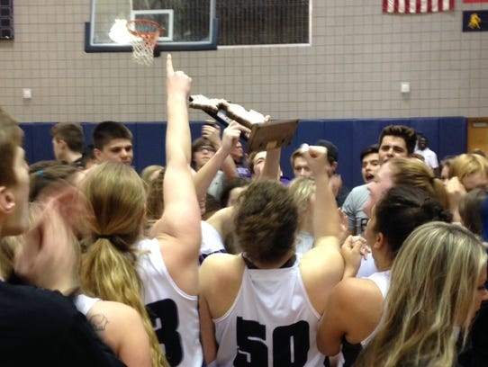 Lakeview celebrates winning a third straight Class