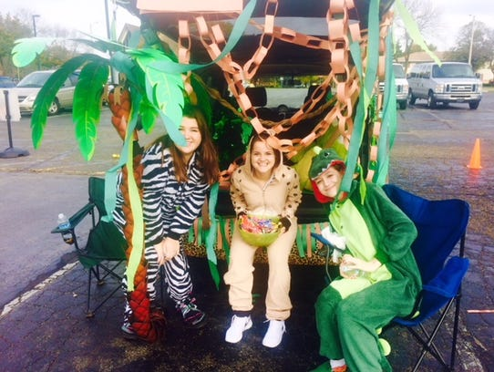 Trunk or Treat participants in the 2016 Tosa Recreation