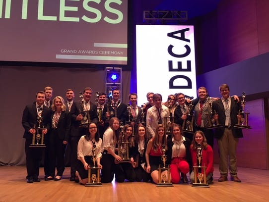 Sauk Rapids DECA will take 21 students to nationals