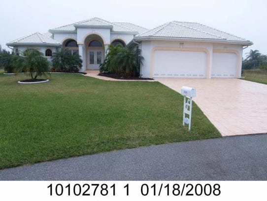 This home at 2538 SW 40th Terrace, Cape Coral, recently