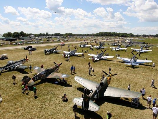 Air Show P51 Field 01
